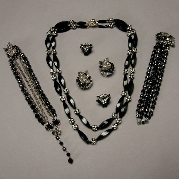 1022: Assortment of Alice Caviness and DeMario Jewelry