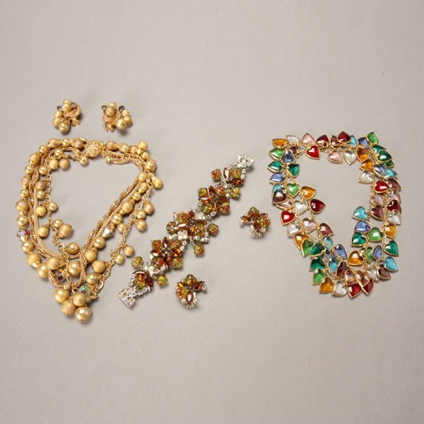 1037: Assortment of Vintage Costume Jewelry
