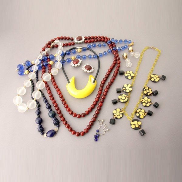 1040: Costume Jewelry Necklaces and Earrings