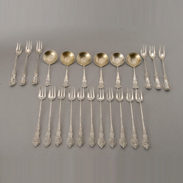 1042: 23 Pieces of American Sterling Flatware, Narcissu