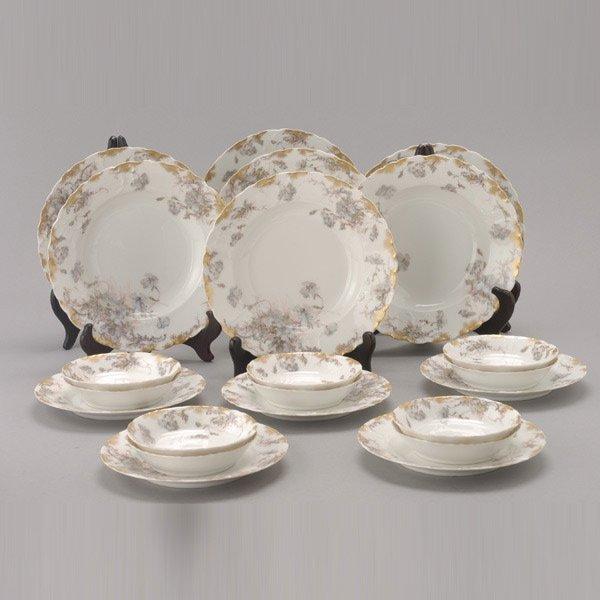 1071: 22 pieces of Haviland Limoges Porcelain Dinnerwar