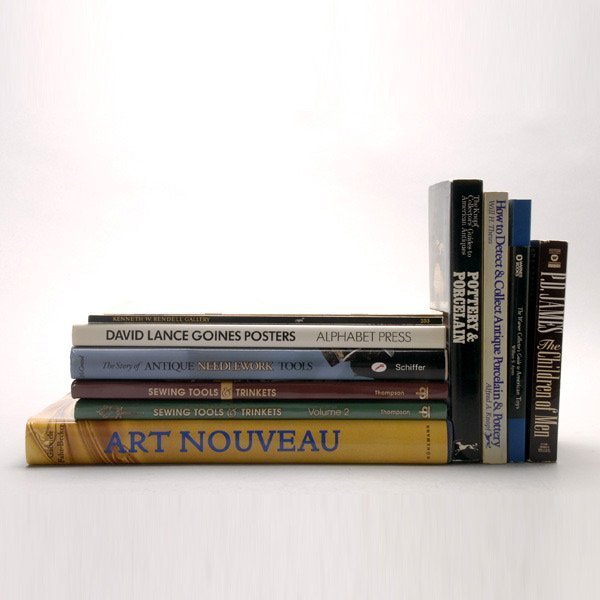 1153: Assortment of art books and Collector's guides