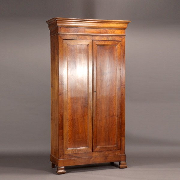 1160: Fine 19th Century French Armoire
