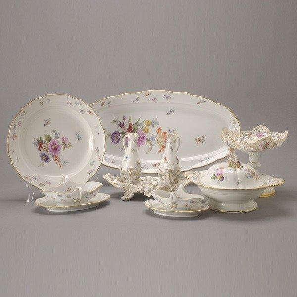 1077: Meissen Porcelain Group of Serving Dishes (13)