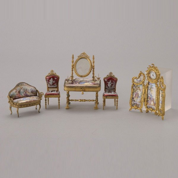 1086: Louis XV Style Enameled Miniature Furniture Set