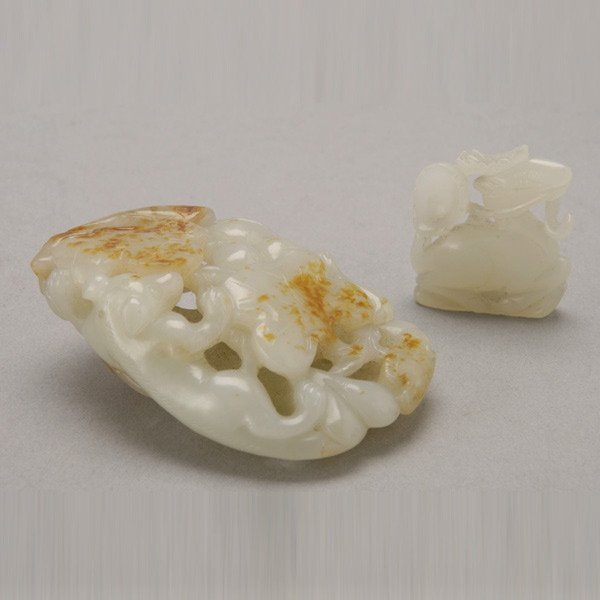 8021: Two Carved Jade Objects