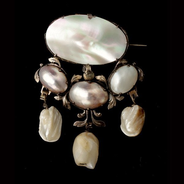 3005: CULTERED PEARL, BLISTER SHELL ,SILVER BROOCH.
