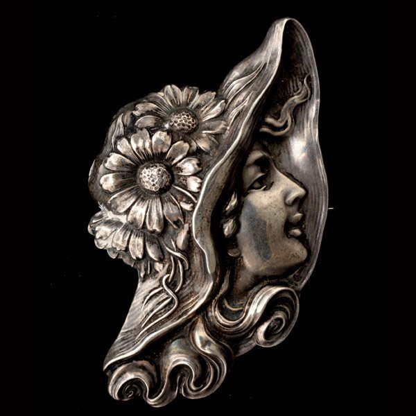 3006: UNGER BROS. ART NOUVEAU STERLING SILVER BROOCH.