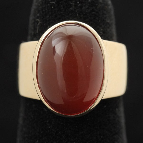 3022: CARNELIAN, 14K YELLOW GOLD RING.