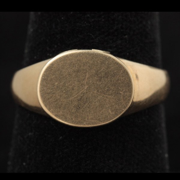 3023: 14K YELLOW GOLD LOCKET RING.