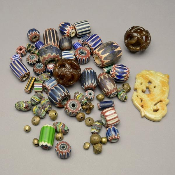 331: COLLECTION OF TRADE BEADS.