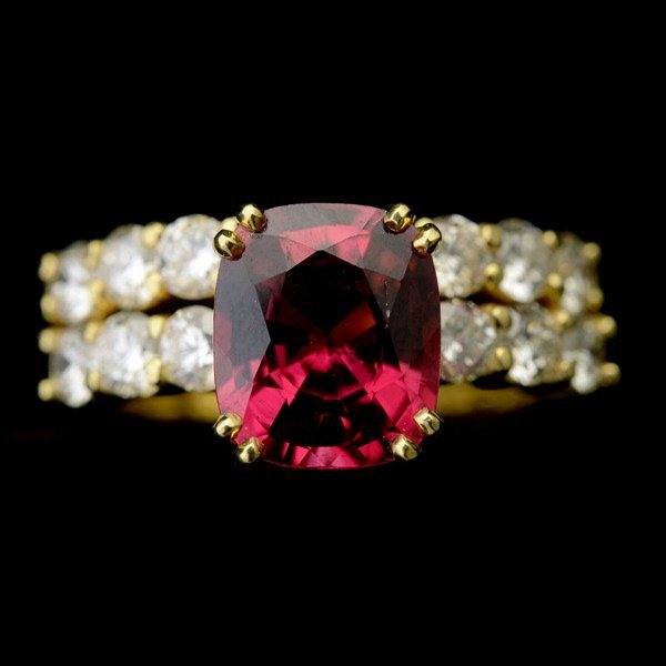 3017: SPINEL, DIAMOND, 18K YELLOW GOLD RING SET.