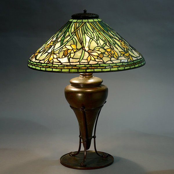 Tiffany Overall Swirling Daffodil Table Lamp.