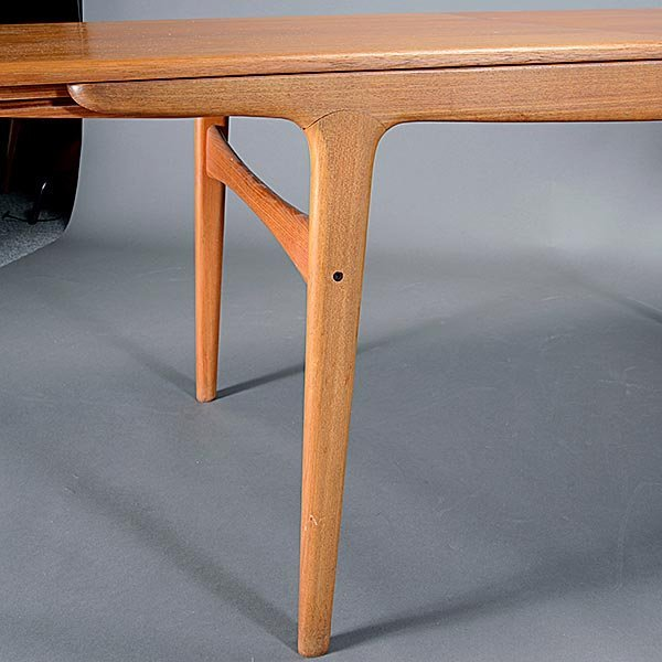 Danish Dining Table with Two Leafs. - 5