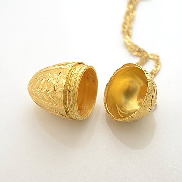 18k Yellow Gold Egg Pendant Necklace. - 3