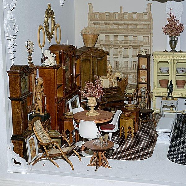 Mobilier pour la Maison Belle Miniature by Tom Roberts - 3