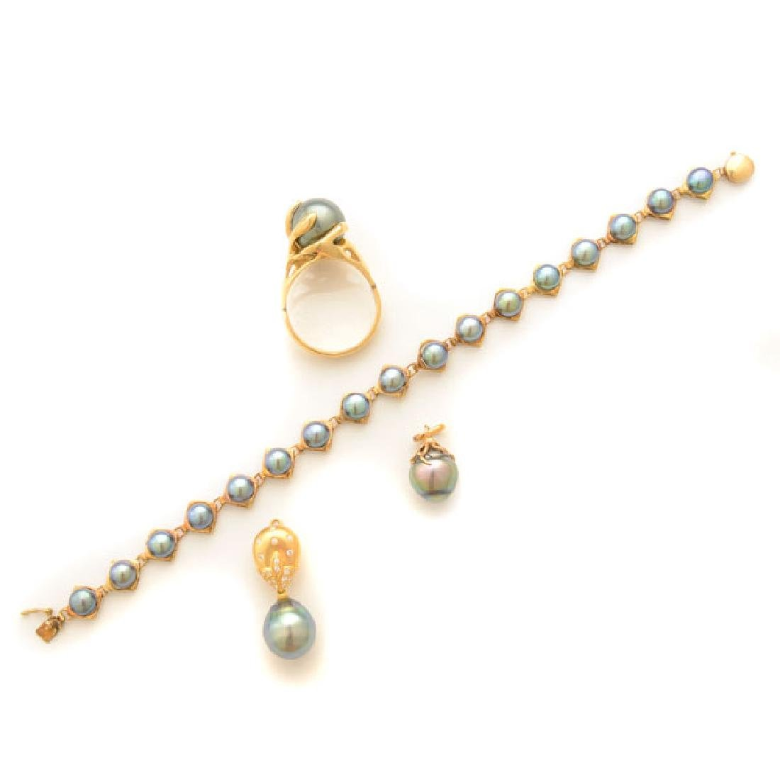 Cultured Pearl, Diamond, Yellow Gold Jewelry Suite.