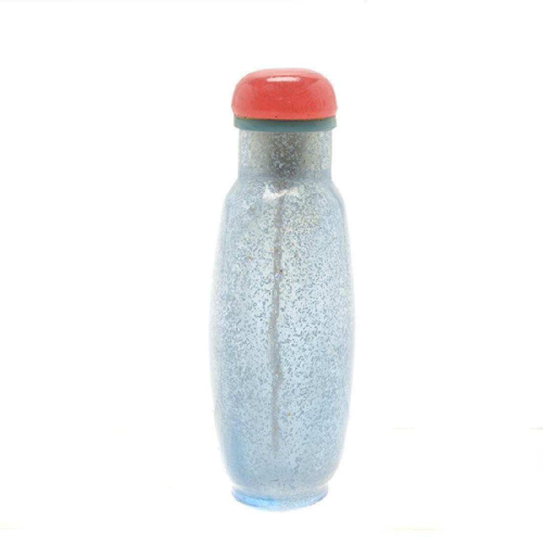 2 Monochromatic Glass Snuff Bottles, 19th C - 10