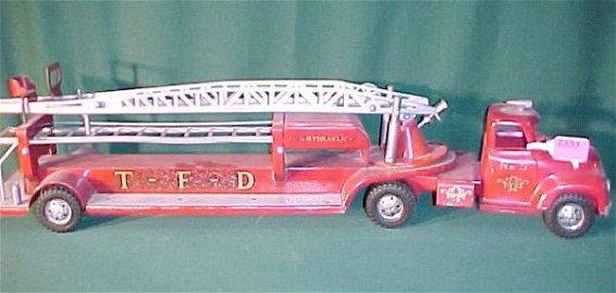 2353: 1956 Tonka Hook and Ladder Firetruck