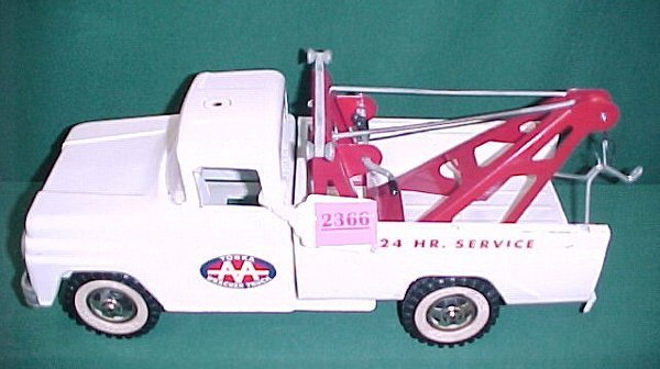 2366: 1963 Tonka AA Wrecker with Box