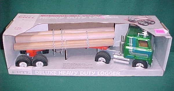 2368: Ertl IH Logging Truck. NRFB