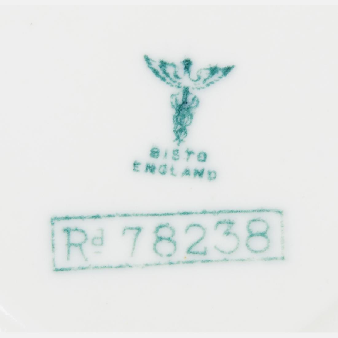 An Eight Piece Ceylon Court Porcelain Tea Set from the - 5