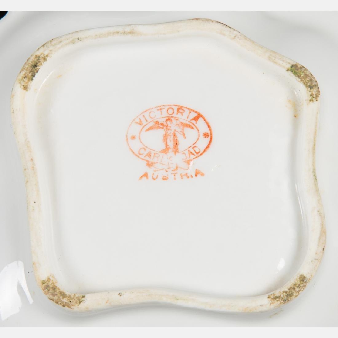 A Miscellaneous Collection of Seven Porcelain - 3