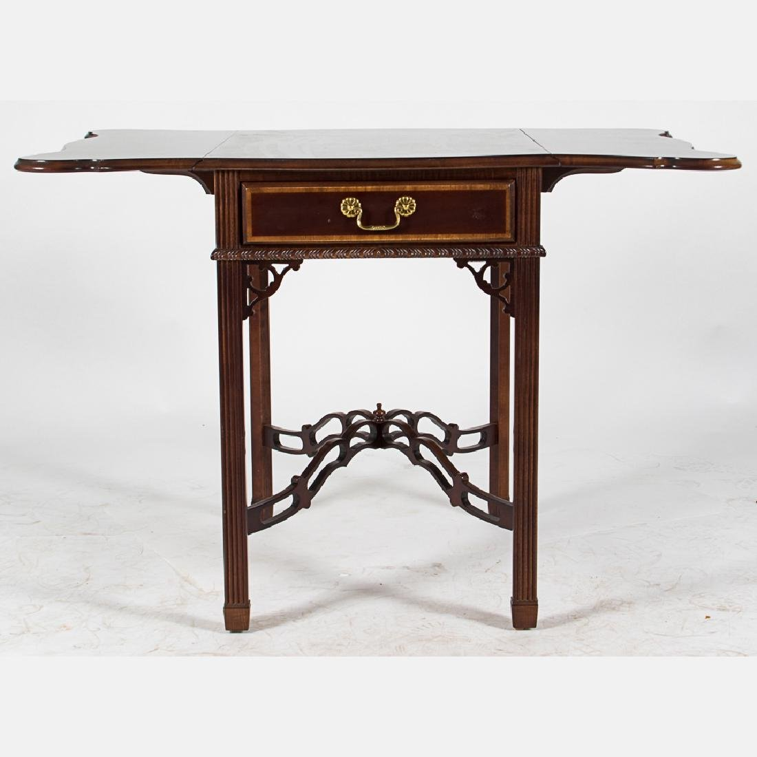 A Chippendale Style Mahogany Pembroke Table with Single - 3
