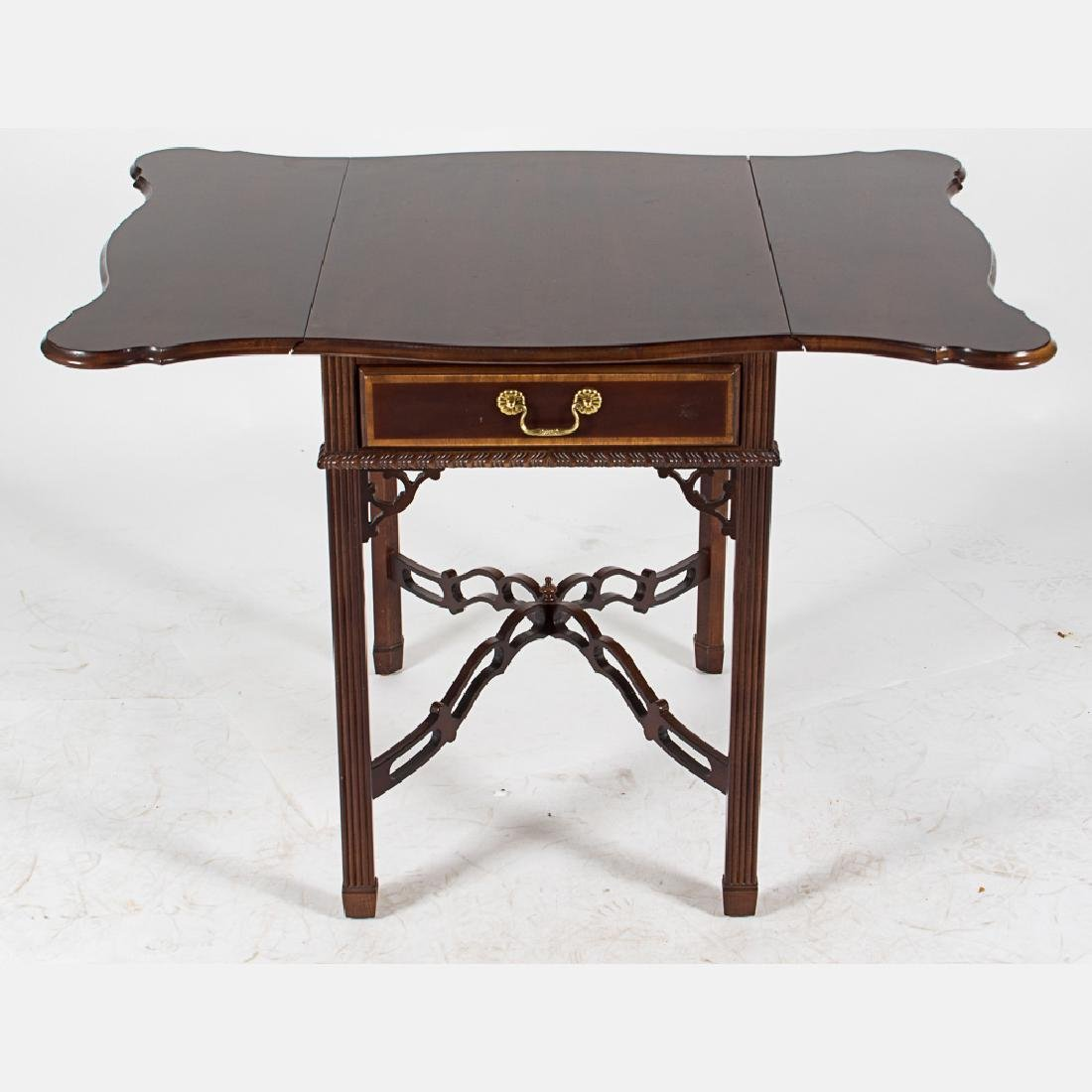 A Chippendale Style Mahogany Pembroke Table with Single - 4