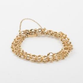 A 14kt. Yellow Gold Link Bracelet.