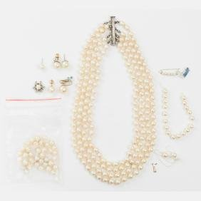 A Four Strand Cultured Pearl Necklace,