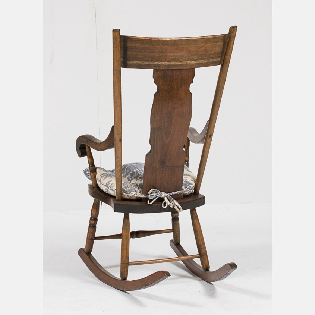 An American Walnut Rocking Chair, Early 20th Century. - 2