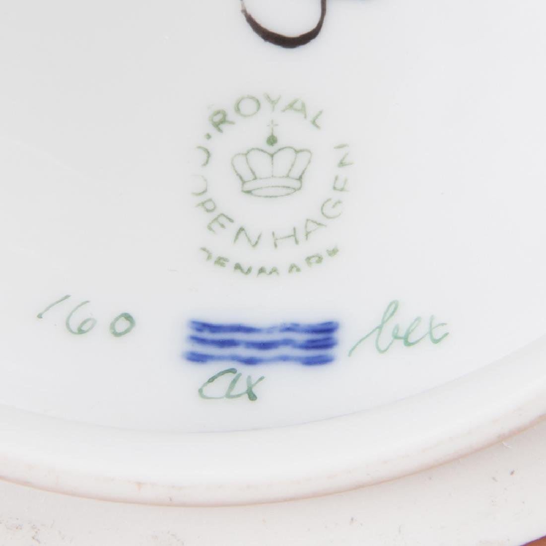 A Small Royal Copenhagen Porcelain Tureen in the Flora - 4