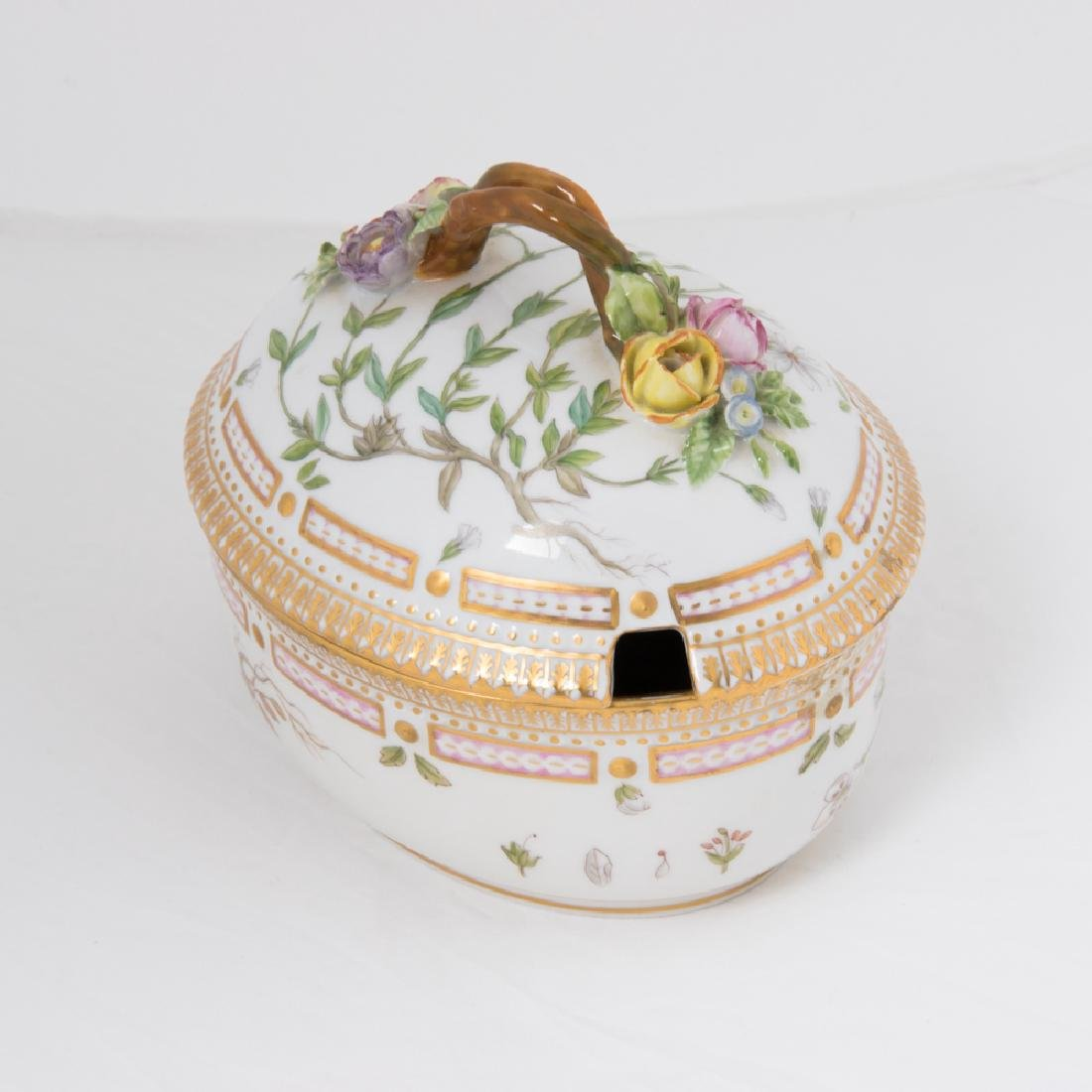 A Small Royal Copenhagen Porcelain Tureen in the Flora - 7