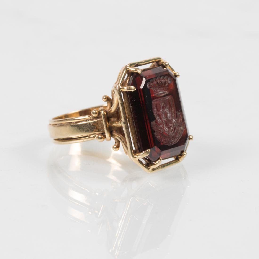 An 18kt. Yellow Gold and Carved Garnet Signet Ring. - 2