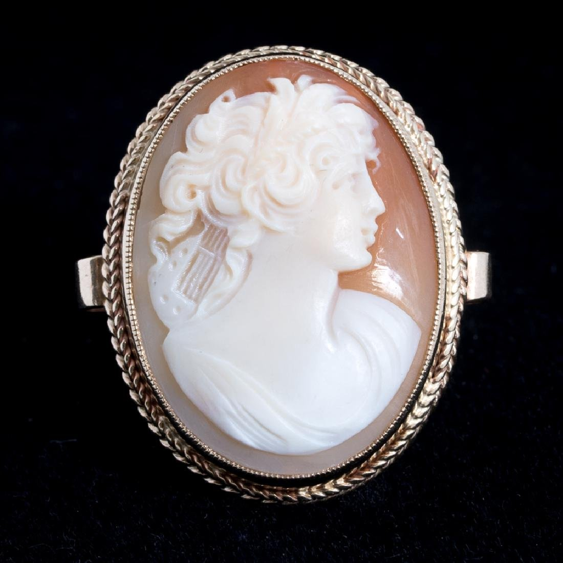 A 14kt. Yellow Gold and Shell Cameo Ring.