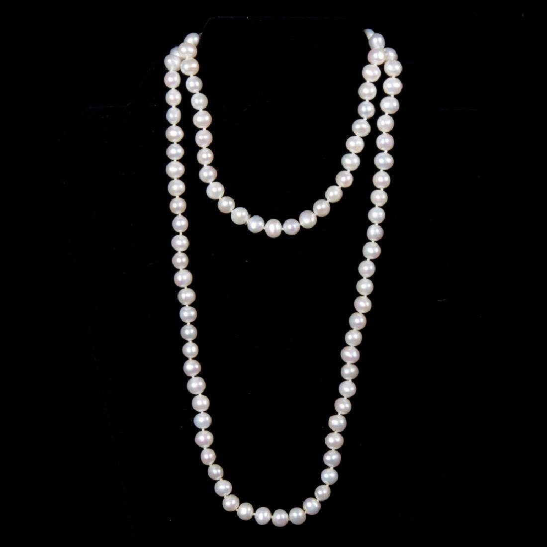 A White Cultured Pearl Single Strand Necklace,