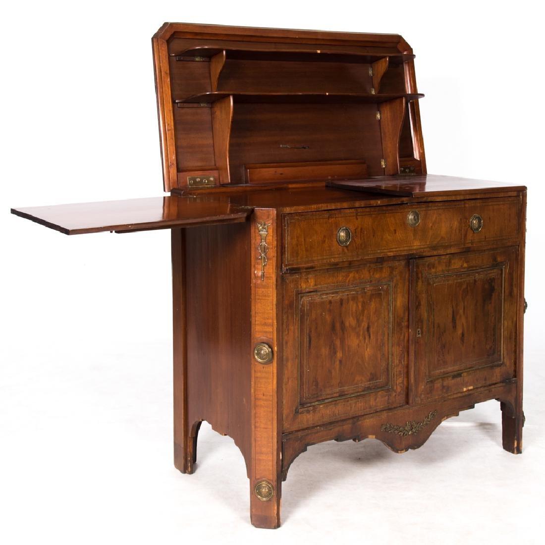 An English Mahogany Bar Cabinet, Early 20th Century. - 3