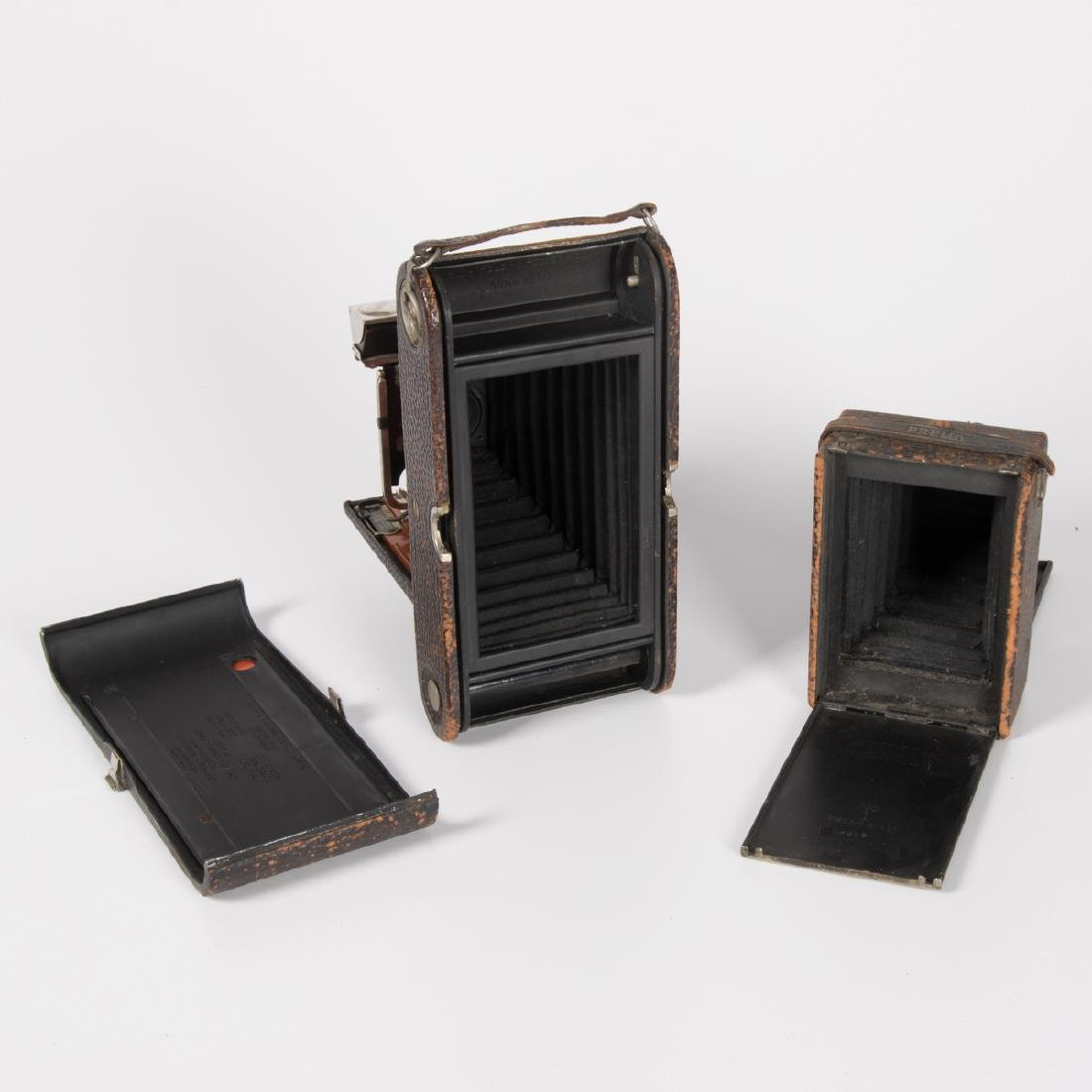 A Group of Four Vintage Cameras by Various Makers, 20th - 5