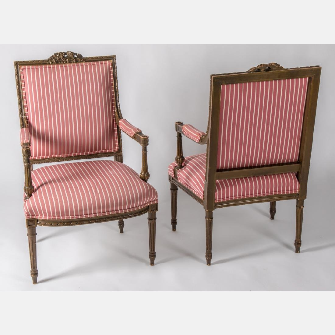 A Pair of Louis XVI Giltwood Bergere a la Reine, Early - 4