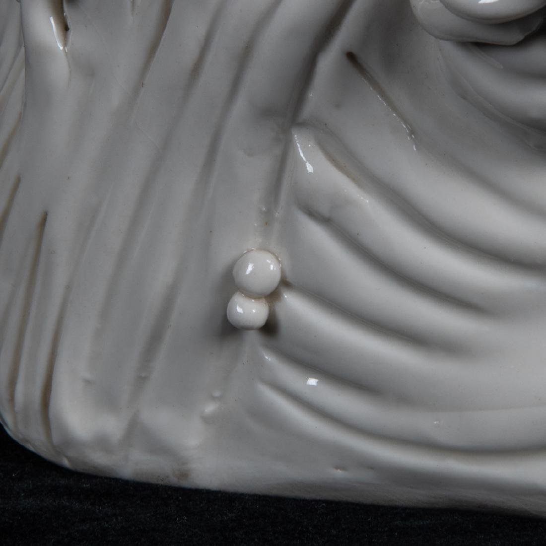 A Chinese Porcelain Blanc de Chine Figure of Guanyin, - 5