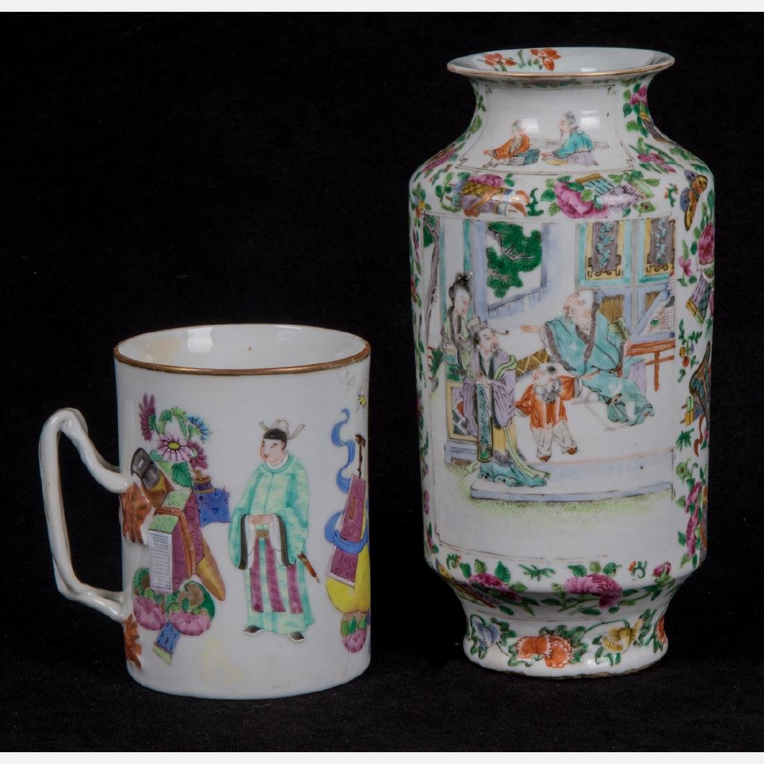 A Chinese Famille Rose Porcelain Vase, 20th Century,