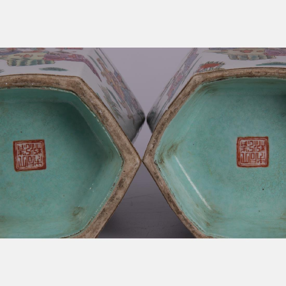 A Pair of Chinese Porcelain Vases, 19th/20th Century, - 2