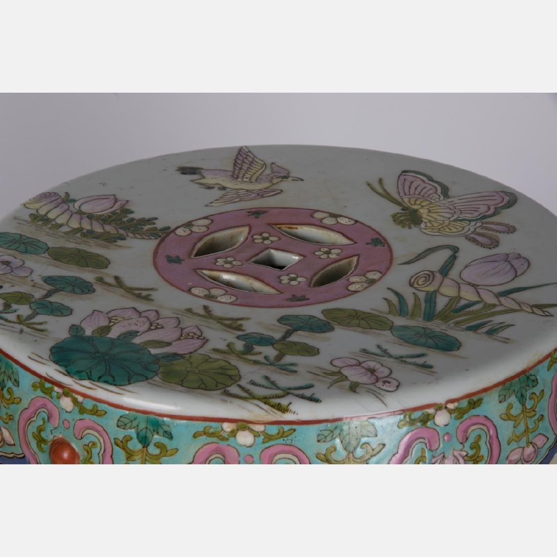 A Chinese Porcelain Garden Seat, 20th Century. - 2