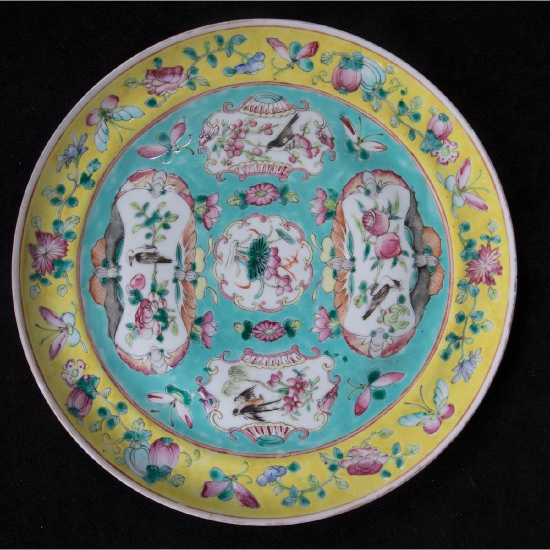 A Group of Three Chinese Rose Medallion Porcelain - 5