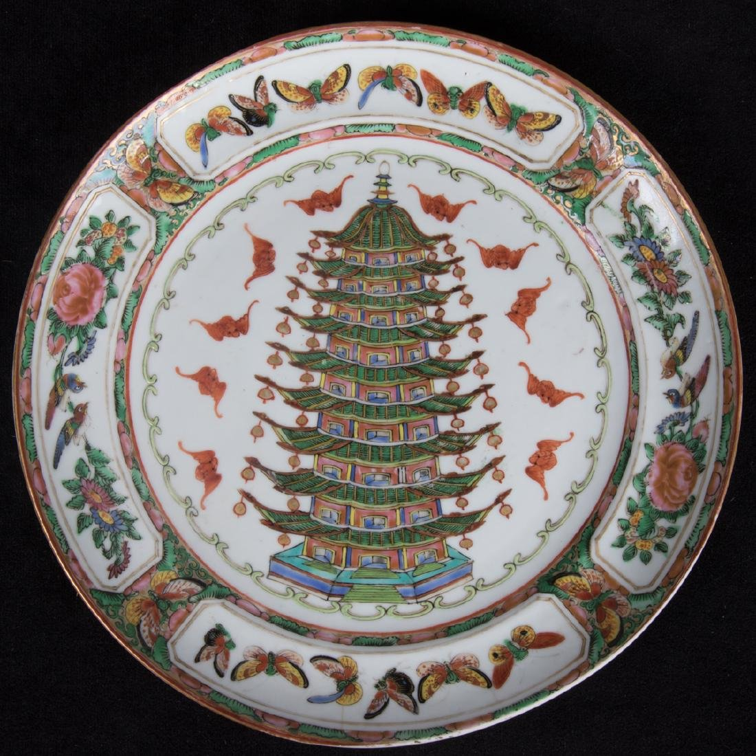 A Group of Three Chinese Rose Medallion Porcelain - 4