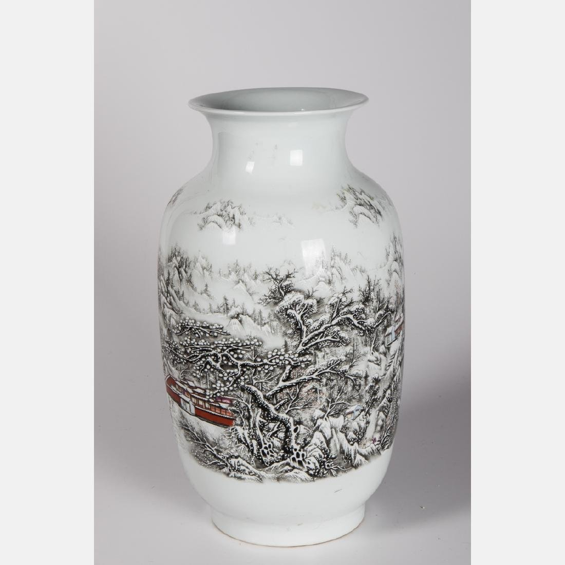 A Chinese Porcelain Vase, 20th Century. - 2