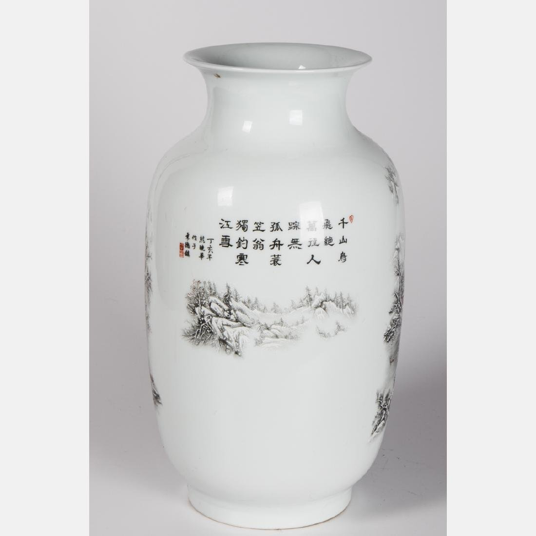 A Chinese Porcelain Vase, 20th Century. - 3