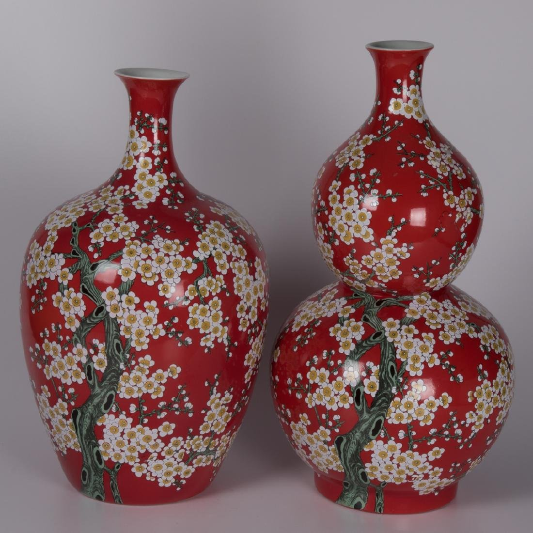 Two Chinese Porcelain Vases, 20th Century,