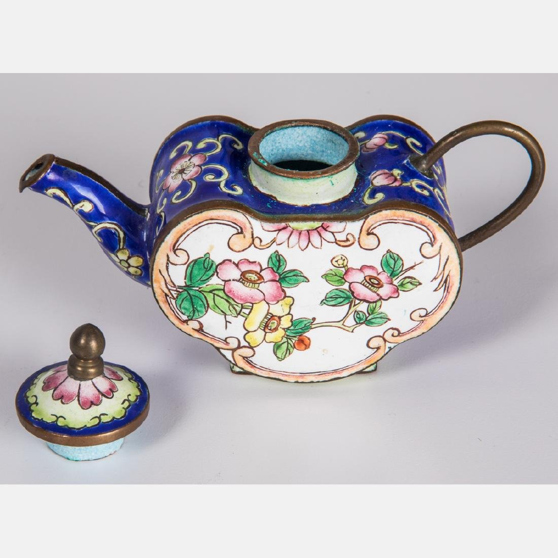 A Group of Eight Chinese Cloisonné and Enameled - 4